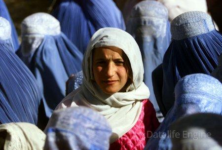"""""""Taliban"""" qadınlara bu hüquqları verəcək"""